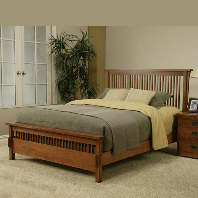 queen spindle bed with medium footboard